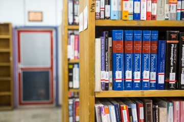 تسهیل دسترسی به خدمات و منابع کتابخانه ایرانداک برای معلولان و افراد کمتوان
