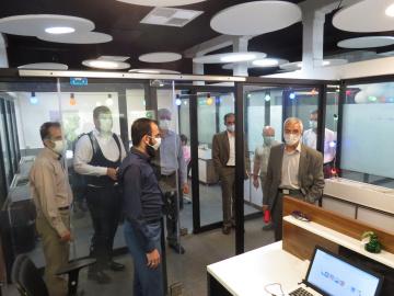 معاون پژوهش و فناوری وزارت علوم، تحقیقات، و فناوری از ایرانداک بازدید کرد